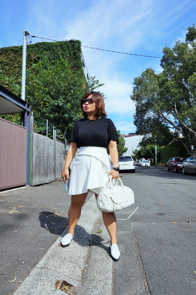 tellmeyblog - black & white details - by johnny mini tuck skirt + marcus b slip-ons + marc by marc jacobs bag (1)