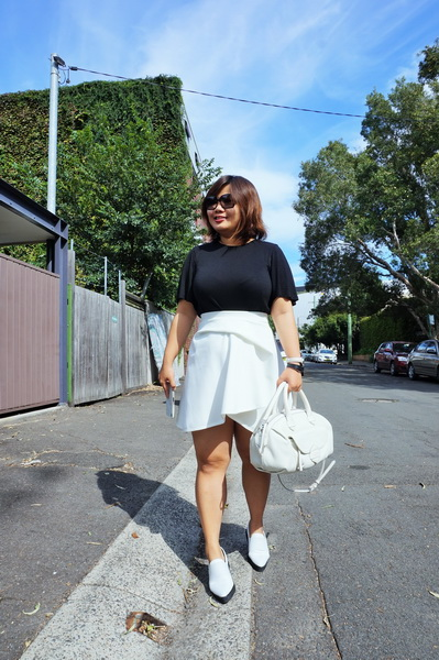 tellmeyblog - black & white details - by johnny mini tuck skirt + marcus b slip-ons + marc by marc jacobs bag (2)