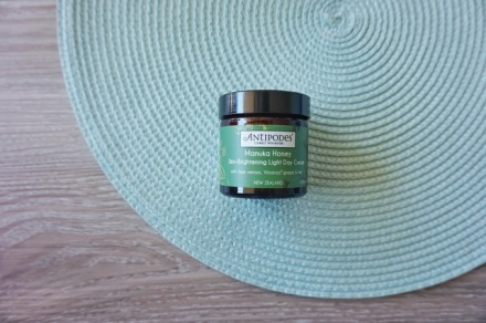tellmeyblog-antipodes-manuhka-honey-skin-brightening-light-day-cream-1