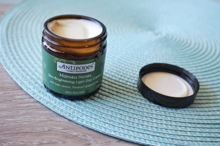 tellmeyblog-antipodes-manuhka-honey-skin-brightening-light-day-cream-2
